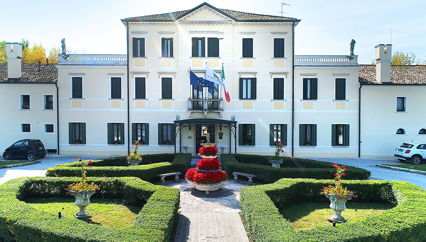 Top rated 18th-century Villa Hotel Braida near Venice from only €33 / $37 / room / night 1